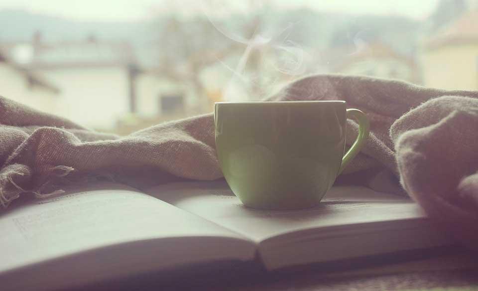 Kaffee-Tasse-Buch